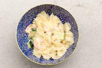 Leckere Nudeln mit Lachs und Zucchini