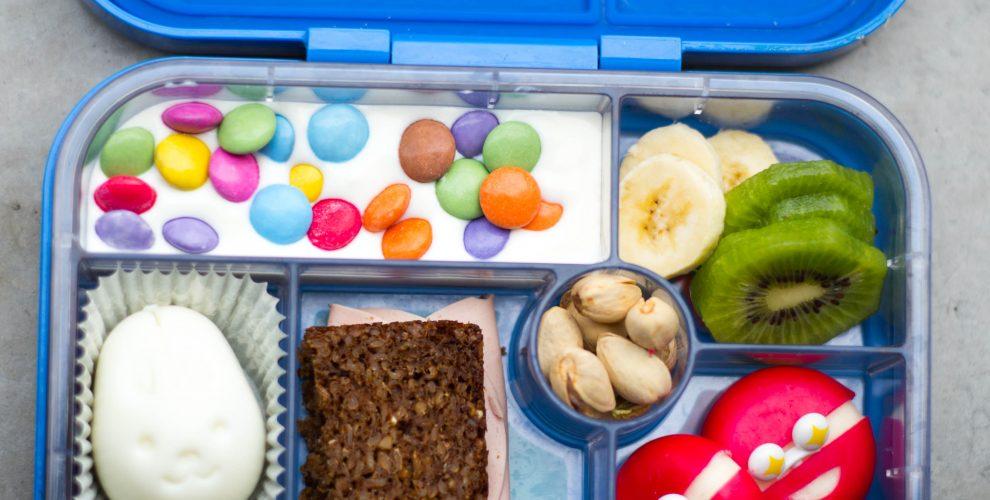 Brotbox mit Eiformer und Augen Foodpicker für den Schulanfang