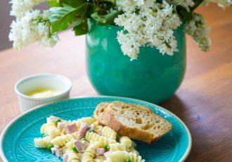 Einfacher Nudelsalat mit selbstgemachter Mayonnaise