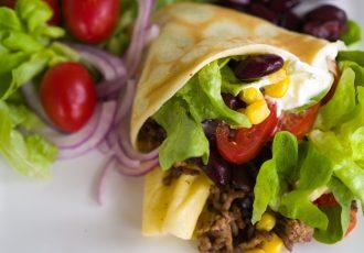 Pfannkuchen mexikanisch mit Hackfleisch, roten Bohnen und Mais