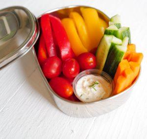 Edelstahl Lunchbox mit Jogurt und Früchten