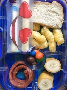 Brotbox Salamipeitschen, Banane und Cheestrings